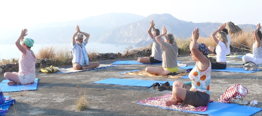 YOGA-VULCANO-OUTDOOR-1.jpg
