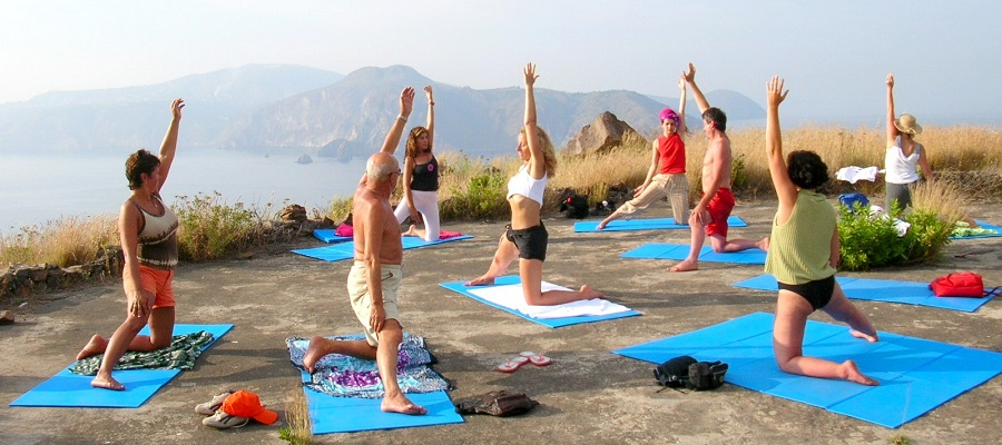 YOGA-VULCANO-OUTDOOR-2.JPG